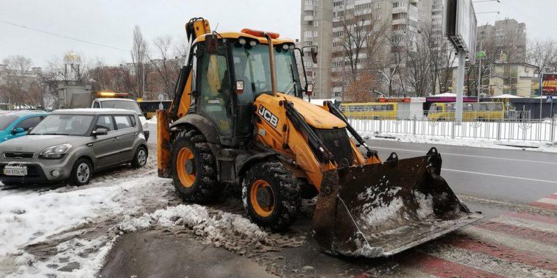 трактор сніг